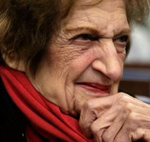 Helen Thomas in a photo prior to 2009