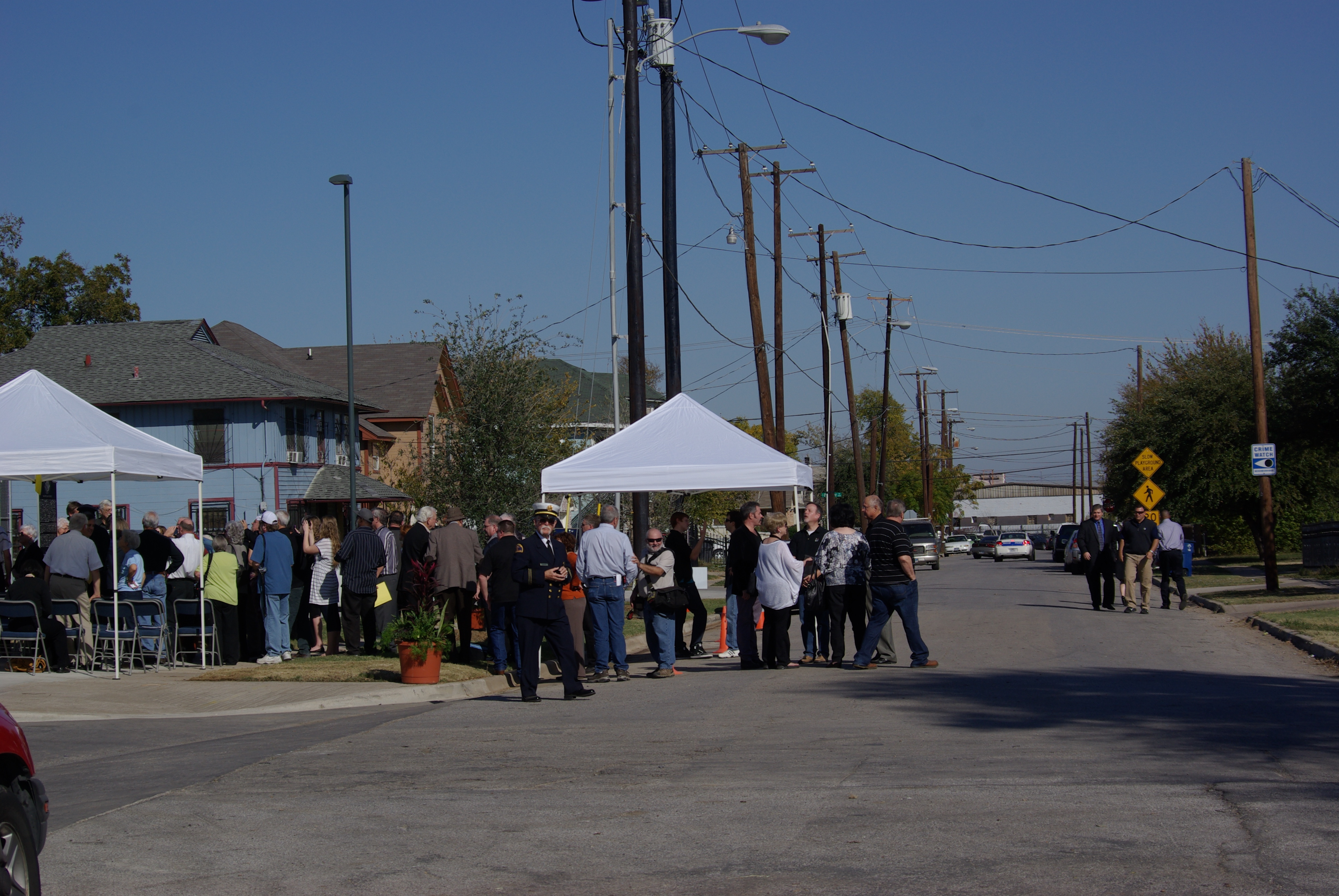 2012-11-20 Tippitt Memorial 039 10th St at Patton, Oak Cliff, Texas, at Tippit ceremony 11-20-2012 - photo by Ed Darrell